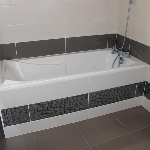 Salle de bains avec baignoire à Avranches